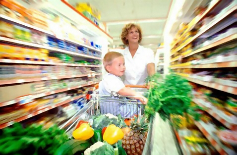 1231-woman-and-child-grocery-shopping-or